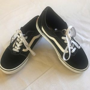 Boys Black and white Vans tennis shoes size 4